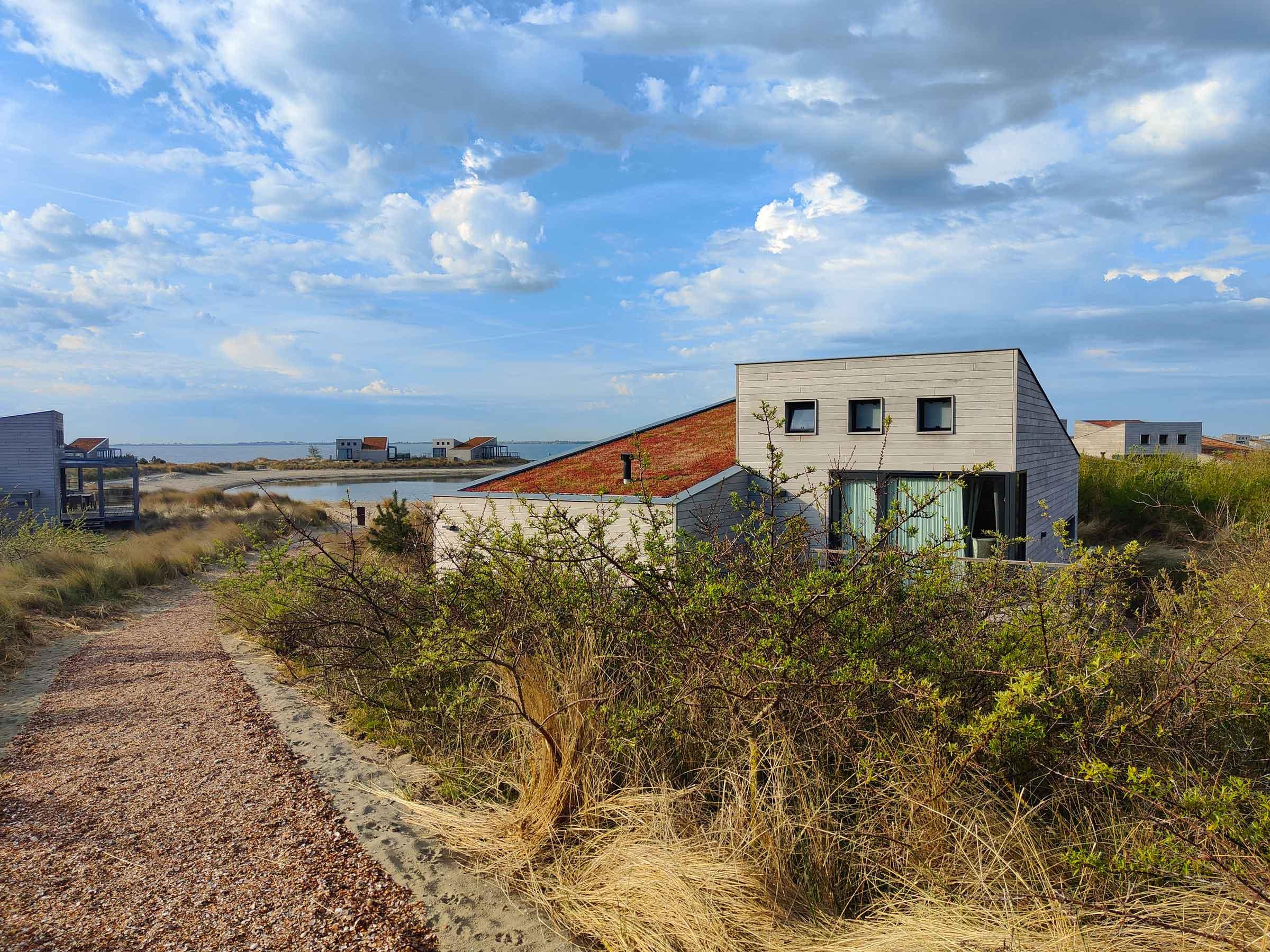 Huisje aan zee bij vakantiepark Oasis Punt-West