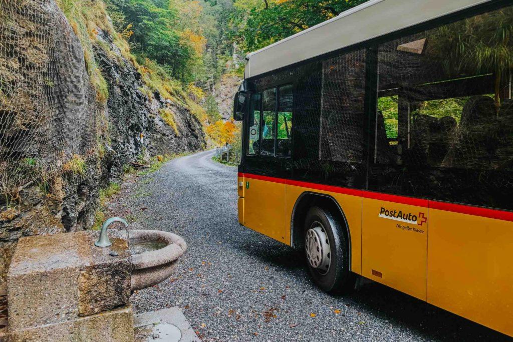 Bus naar de Tamina Kloof in Zwitserland